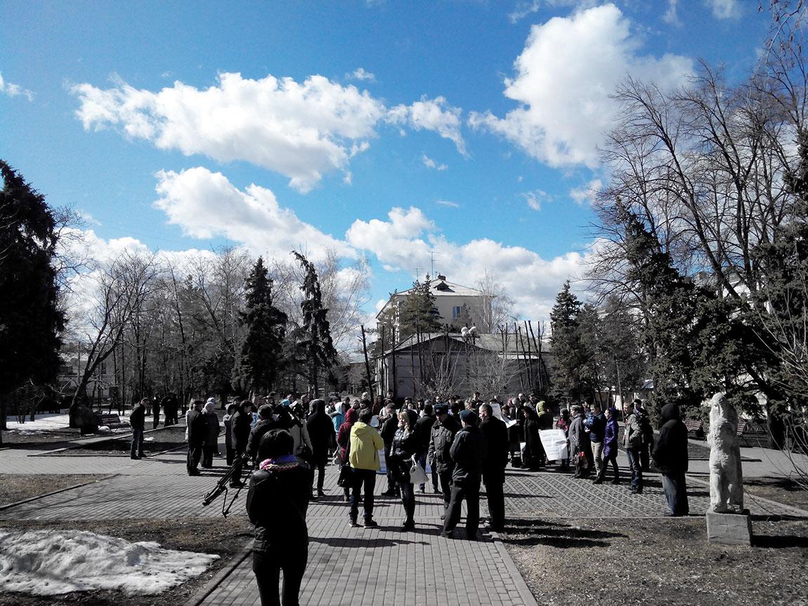 """Митинг жильцов """"Галактики"""" 10 апреля 2015 года"""