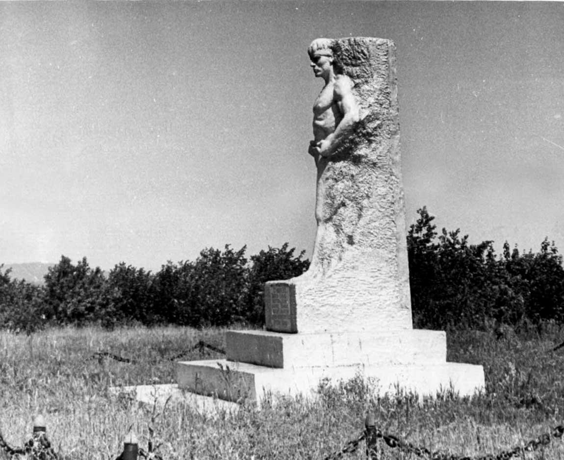 Памятник Григорию Иванову (ок. 1972 года)
