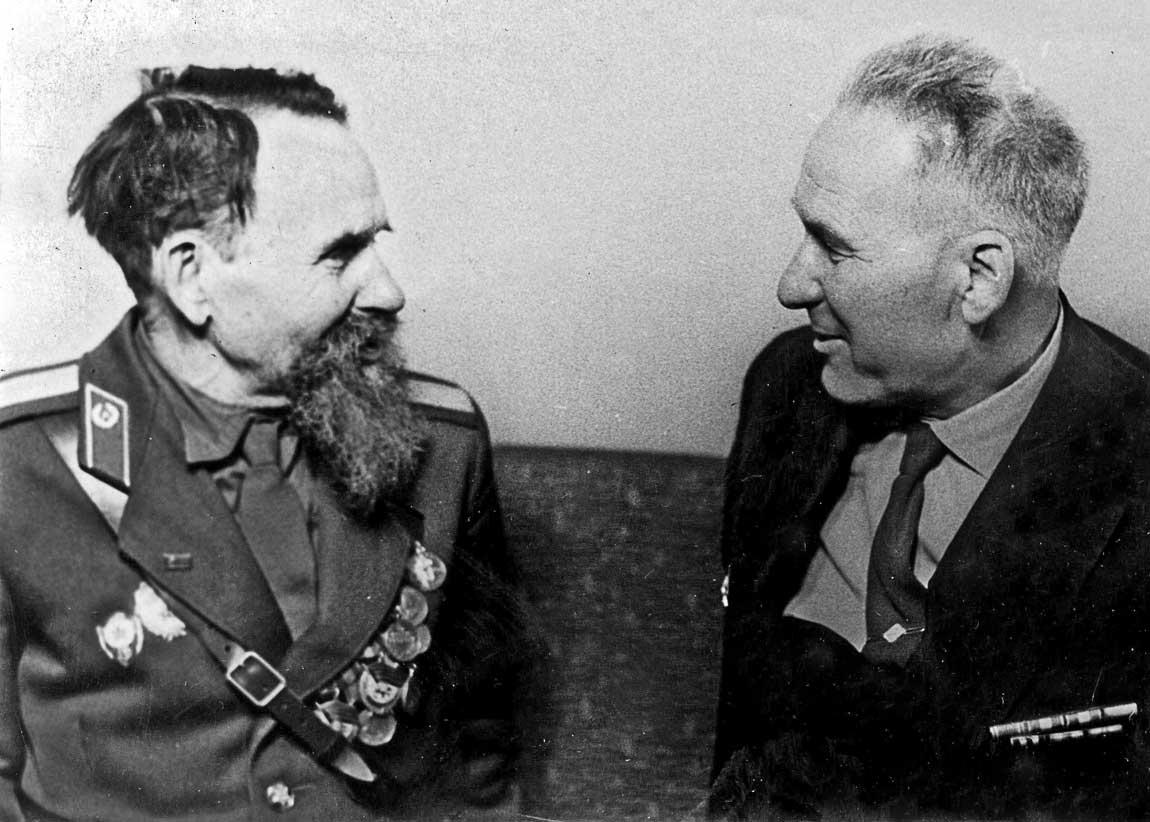 Военный краевед Радыльчук В.А. с ветераном Железной дивизии Тяпиным Д.И.
