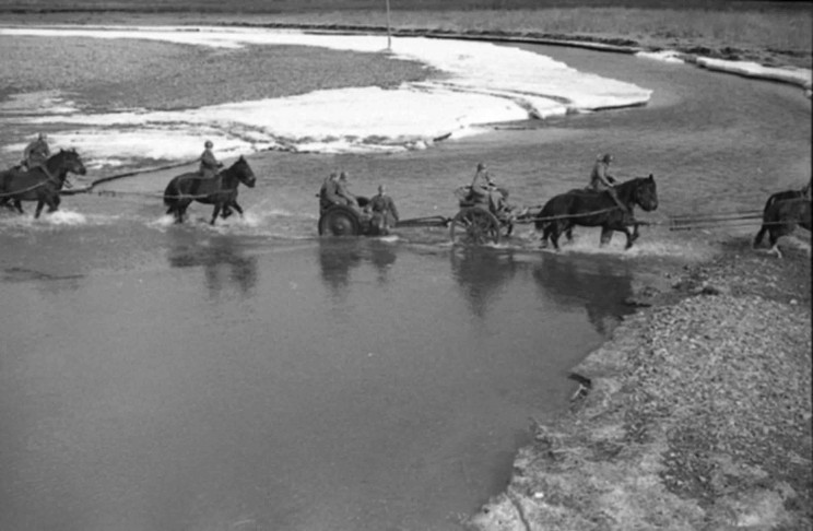 Soviet artillerymen crossing the river ford. Cannon - 76 mm regimental gun model 1927