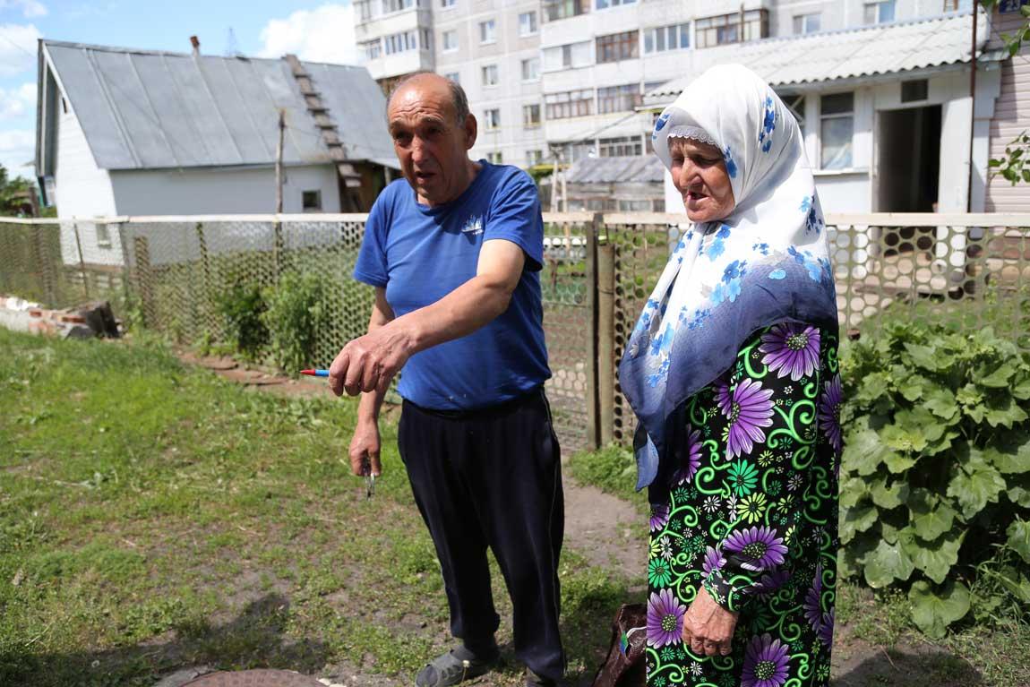 Старожилы Поливны Ария и Мансур часто собирали грибы в местах, где стоял памятник и видели его в лучшие и в худшие времена