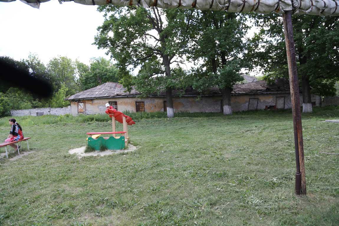 В Поливне сохранились дореволюционные казармы Симбирского кадетского корпуса, в которых белогвардейцы пытали Григория Иванова