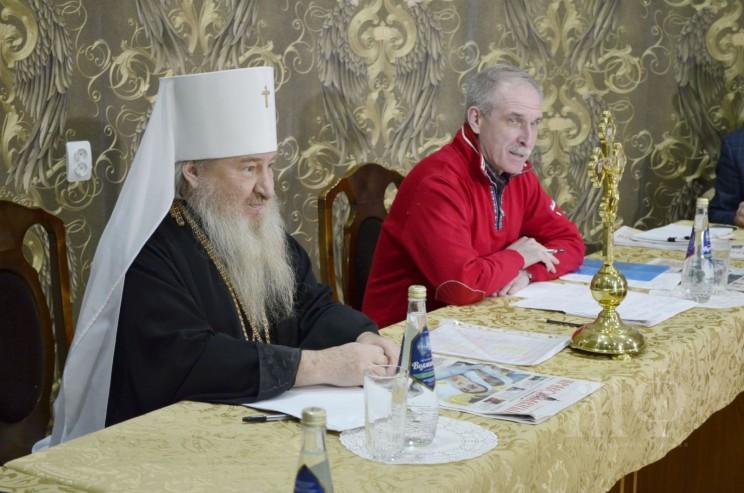 Сергей Морозов и митрополит Феофан. Фото www.simbeparhia.ru