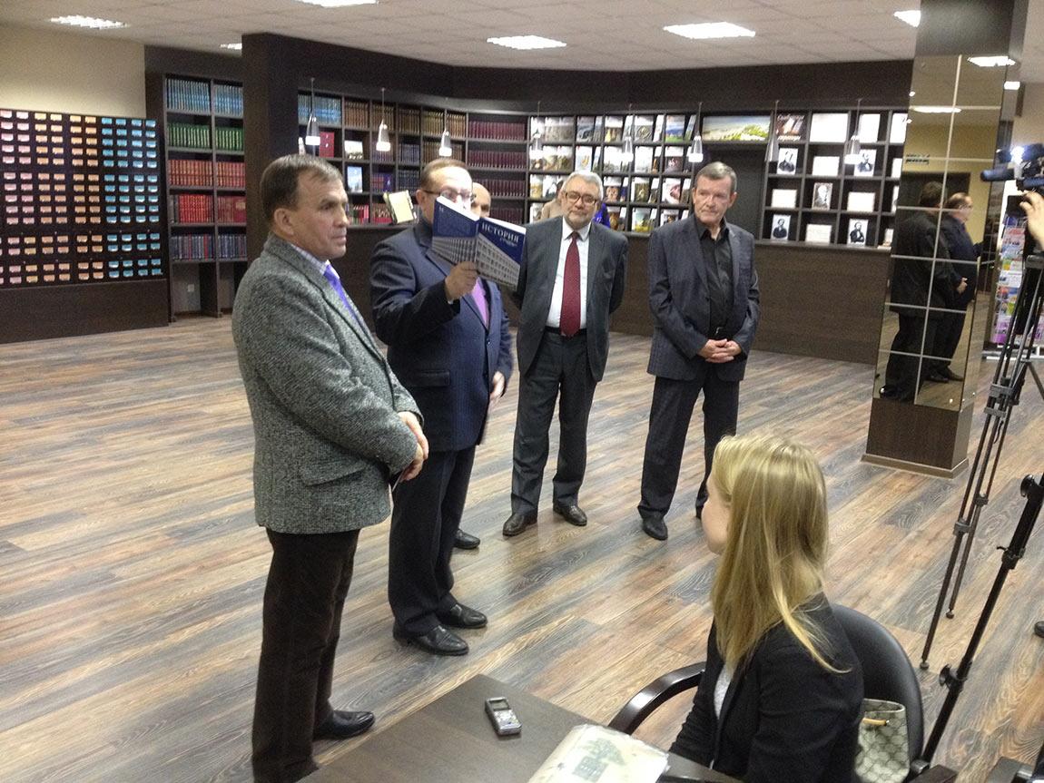 Декан факультета права, экономики и управления УлГПУ Иван Чуканов оказался большим ученым