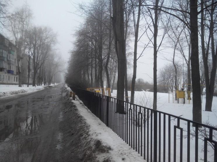 """Чиновники считают, что """"парк"""" на Среднем венце стал краше с забором"""