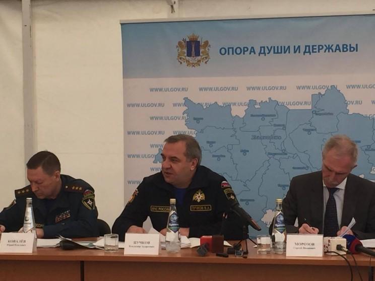 Министр МЧС Владимир Пучков (в центре) и врио губернатора Ульяновской области Сергей Морозов (справа) -4