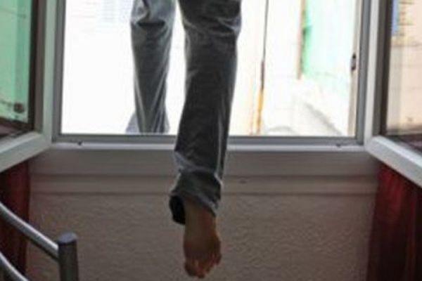 В Засвияжье с 8 этажа выпал 10-летний мальчик. Что происходит с детьми: мнение психолога