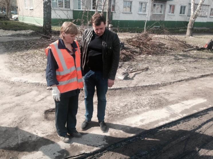 Глава администрации Ульяновска Алексей Гаев осматривает ремонт дорог