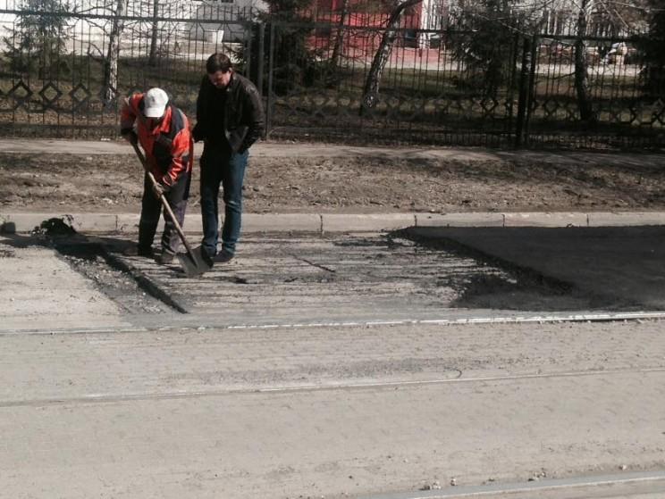 Гаев осматривает ремонт дорог 4