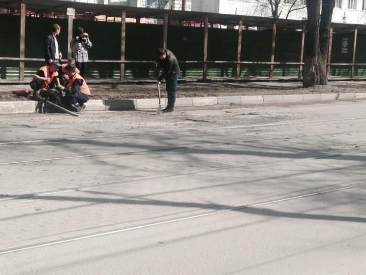 Гаев осматривает ремонт дорог 5