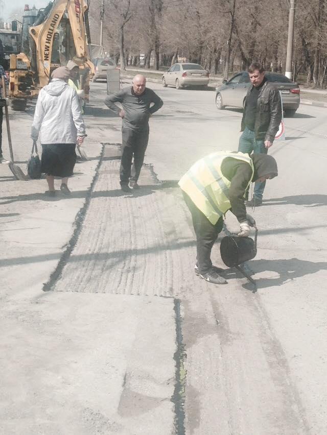 Гаев осматривает ремонт дорог 8