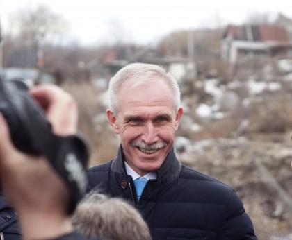 Сергей Морозов осматривает провал грузовой восьмерки Кременицкий