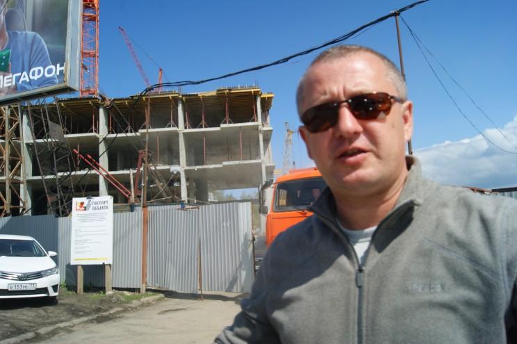 """Около""""Пионер парка"""" появилась охрана, запрещающая снимать строительство объекта"""