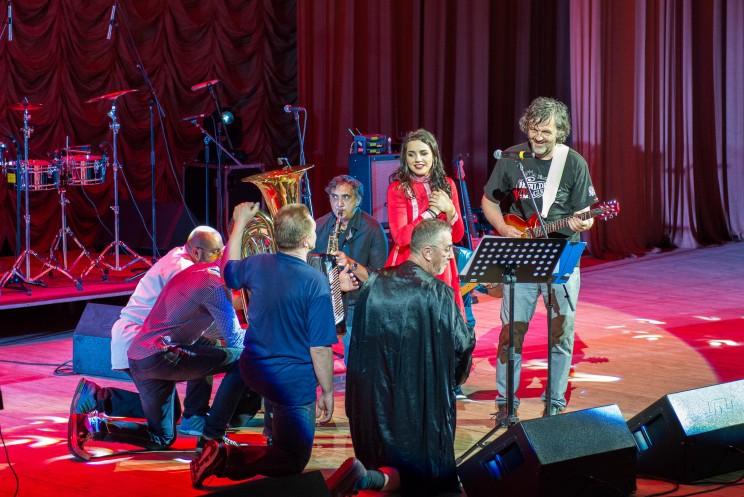 «The No Smoking Orchestra» и Эмир Кустурица (крайний слева)