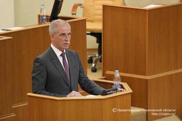 Сергей Морозов выступает с отчетом перед депутатами Законодательного собрания Ульяновской области, 19 мая 2016 г.