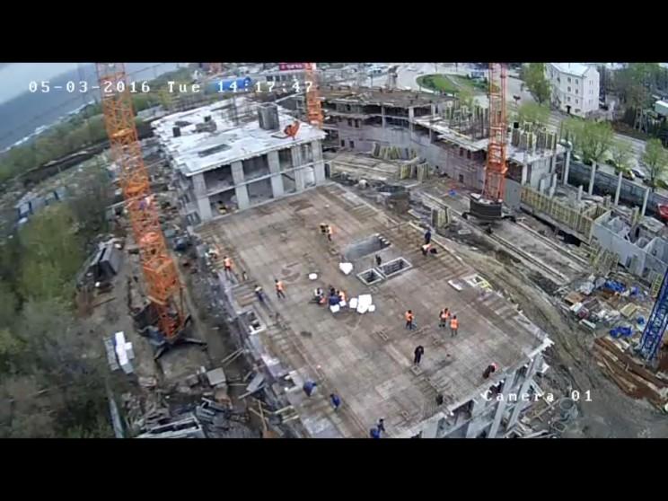 """Скриншот с камеры на стройплощадке """"Пионер парка"""", 3 мая 2016 г. Работы идут полным ходом"""