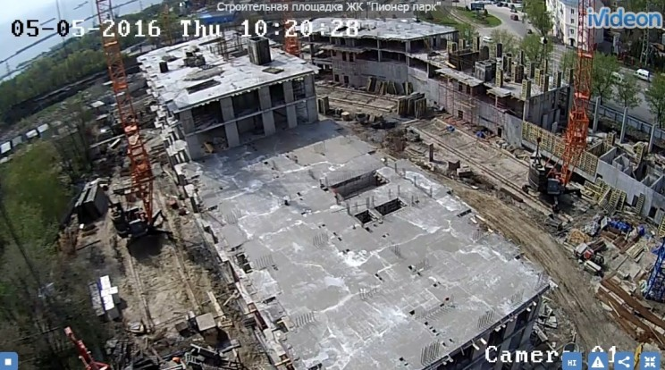 """Скриншот с камеры на стройплощадке """"Пионер парка"""", 5 мая 2016 г. Работы не ведутся."""