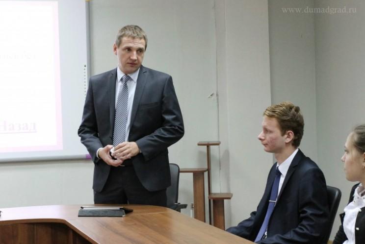 Вячеслав Гнутов (слева)