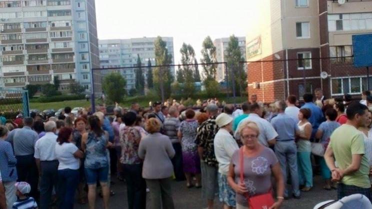 "Сход граждан по вопросу захвата ТСЖ ""Репино"" -2"