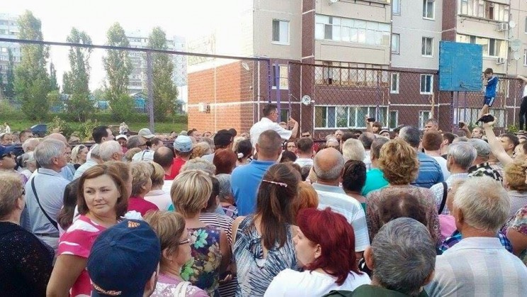 "Сход граждан по вопросу захвата ТСЖ ""Репино"" -3"