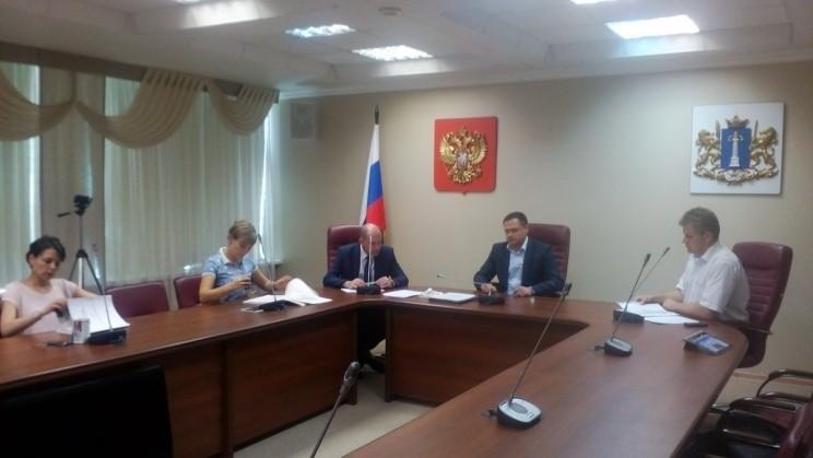 Алексей Куринный подает документы в облизбирком для регистрации в качестве кандидата в губернаторы