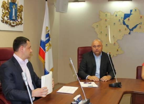 Сергей Маринин подает документы в облизбирком для регистрации в качестве кандидата в губернаторы
