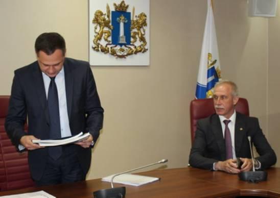 Сергей Морозов подает документы в облизбирком для регистрации в качестве кандидата в губернаторы