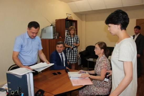 Олег Горячев подает документы в облизбирком для регистрации в качестве кандидата в губернаторы