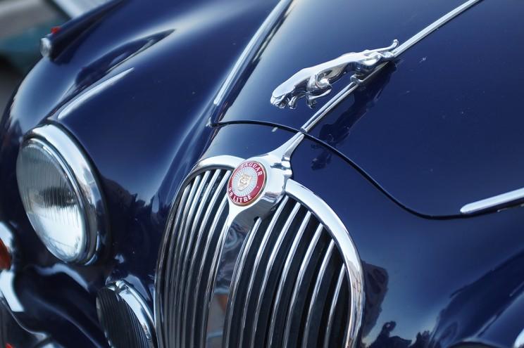 Jaguar Mark II. Версия с мотором 3,8 литра и дисковыми тормозами разгонялась более чем до 200 км/ч, а потому часто встречался на гоночных трассах. В 50-е годы была поговорка: «Если к банку подъехал черный Марк II, значит будет ограбление»