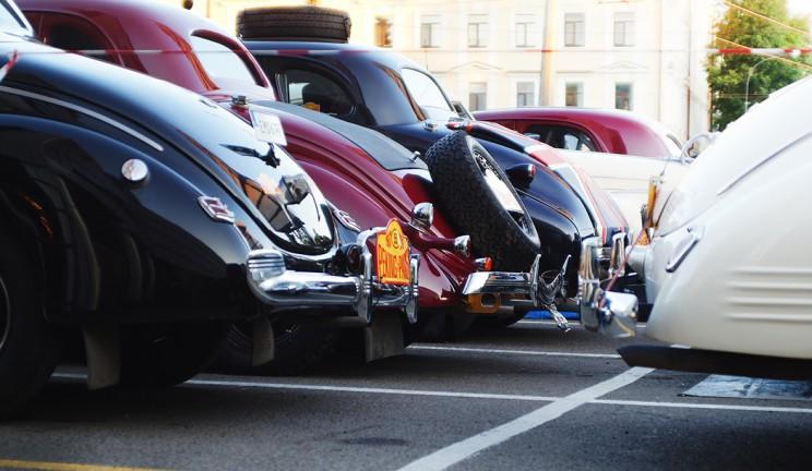 Парковка раритетных автомобилей