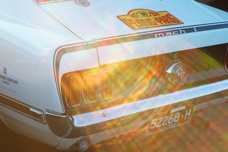 Mustang в лучах заката