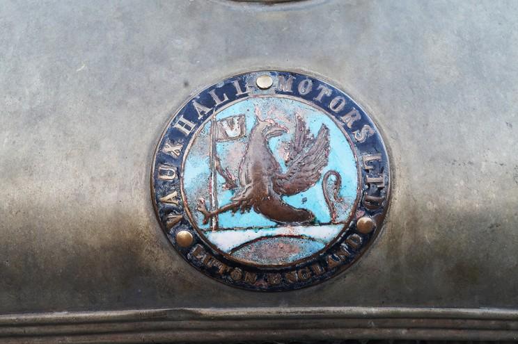 Эмблема автомобильной британской фирмы Vauxhall Motors, подразделения концерна General Motors, выпустившей свой первый автомобиль в 1903 году