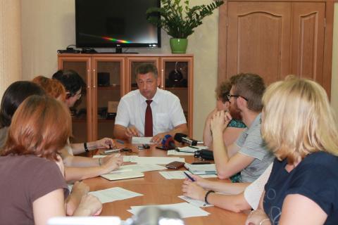 Руководитель УФАС по Ульяновской области Геннадий Спирчагов (в центре)