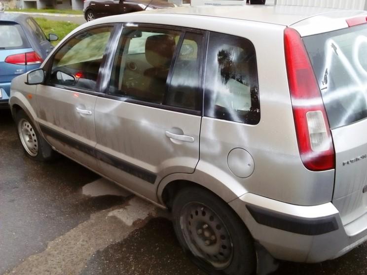 Кандидату в губернаторы Ульяновской области Алексею Куринному изуродовали автомобиль(1)