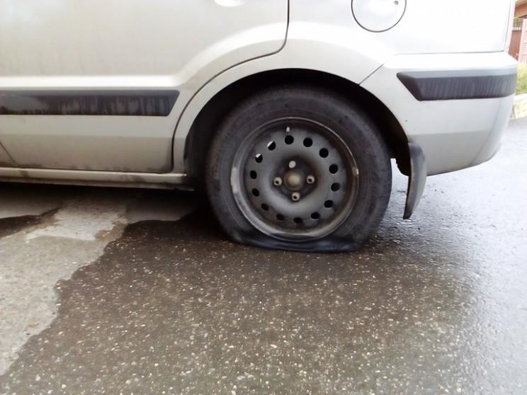 Кандидату в губернаторы Ульяновской области Алексею Куринному изуродовали автомобиль (2)