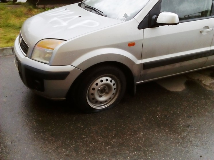 Кандидату в губернаторы Ульяновской области Алексею Куринному изуродовали автомобиль (3)