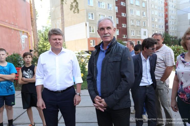 Сергей Морозов и Игорь Тихонов во время рабочей поездки в Димитровград, предвыборная кампания 2016 года