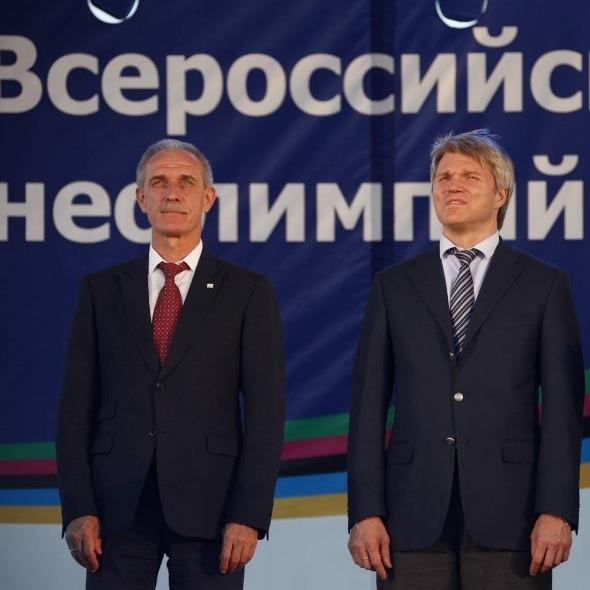 Губернатор Ульяновской области Сергей Морозов (слева) и министр спорта России Павел Колобков (справа).