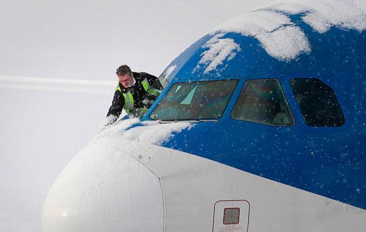 В Ульяновск из Москвы не долететь: первый снег заблокировал рейсы в трех аэропортах
