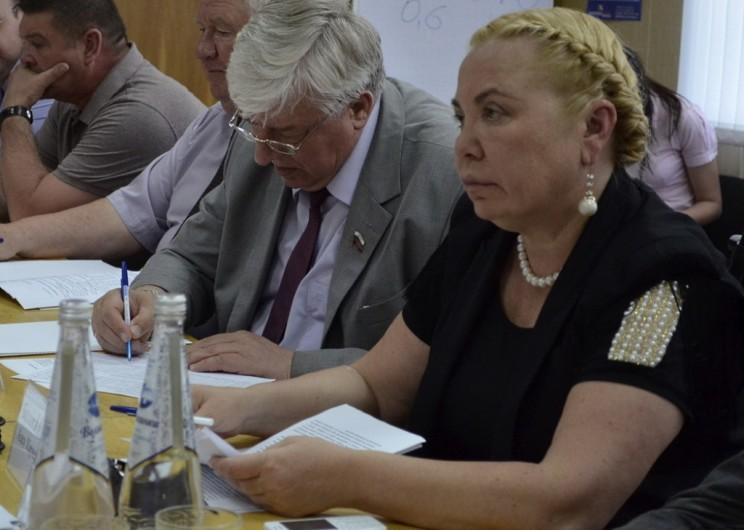Алсу Балакишиева (справа)