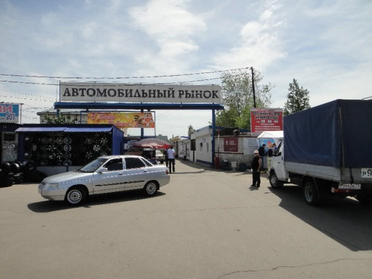 Авторынок в Заволжском районе Ульяновска.