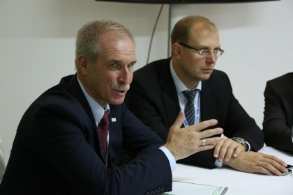 Губернатор Ульяновской области Сергей Морозов (слева) и вероятный будущий председатель правительства Ульяновской области Александр Смекалин (справа)