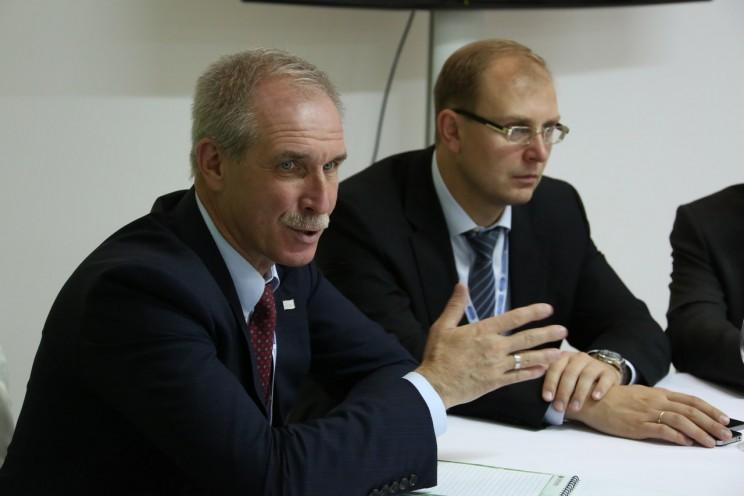 Губернатор Ульяновской области Сергей Морозов (слева) и вероятный будущий председатель правительства Ульяновской области Александр Смекалин (справа).