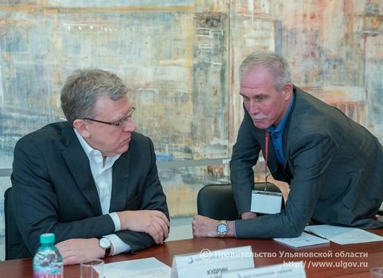 Сергей Морозов (справа)представил председателю совета Центра стратегических разработок Алексею Кудрину (слева) предложения по увеличению эффективности регионального управления