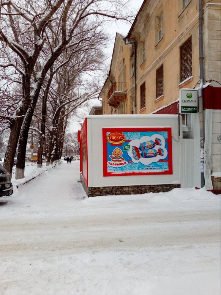 """Павильон """"Глобус"""" тупо пристроен к дому на ул.Автозаводской, 3 в Засвияжском районе Ульяновска."""