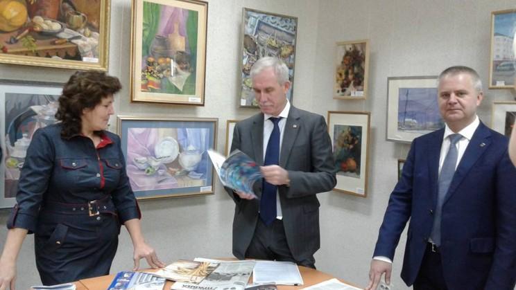 Слева направо: начальник управления информационной политики Наталья Мартынова администрации губернатора, губернатор Сергей Морозов, вице-губернатор Александр Чепухин.