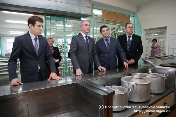 Приближенные губернатора Ульяновской области продолжат осваивать более 500 миллионов рублей на питание в больницах