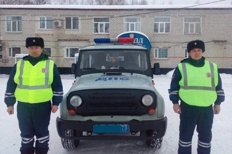 Ульяновские сотрудники ДПС оказали помощь автоледи, у которой сломался автомобиль.