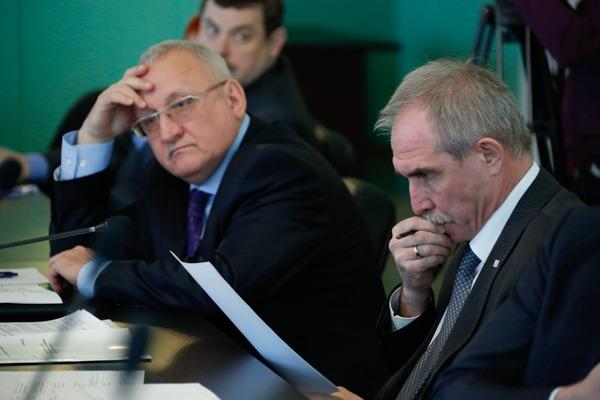 Председатель Законодательного собрания Ульяновской области Анатолий Бакаев (слева) и губернатор Сергей Морозов (справа).