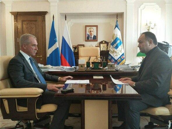 Губернатор Ульяновской области Сергей Морозов (слева) и глава администрации Инзенского района Александр Макаров (справа).